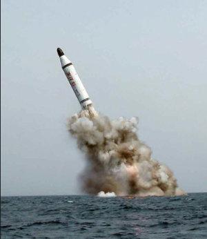 Kim Jung Un bestelt raket dildo's en buttplugs
